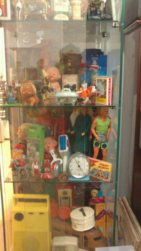 fumetti, cartoline, giocattoli, bambole, libri, monete